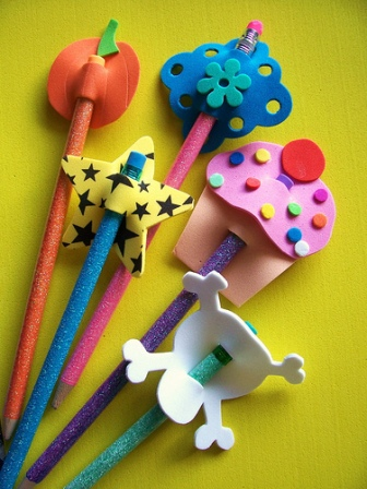 Como decorar lapices de ni os con fomi ideas consejos - Adornos para lapices en goma eva ...