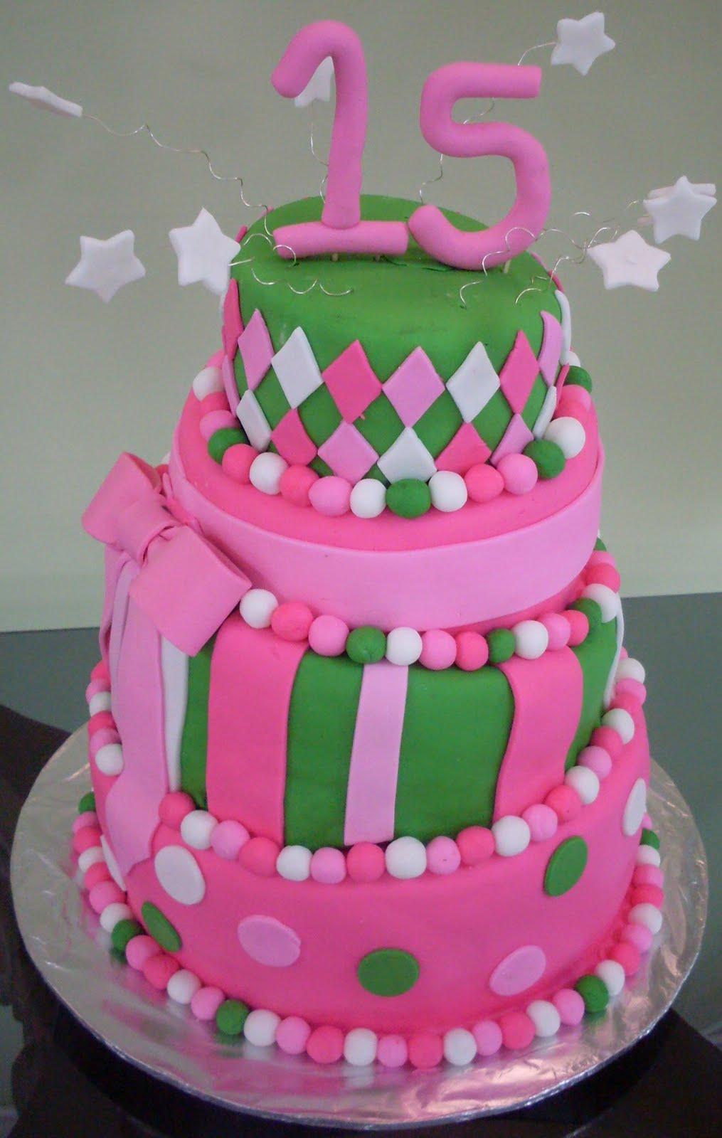 los pasteles fondant se ven muy bonitos en las fiestas pero mas