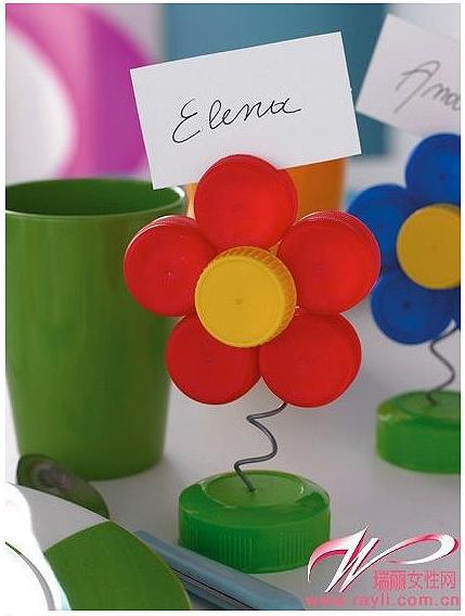 Bonitas flores hechas con tapas de plastico ideas consejos - Como hacer tapas faciles ...