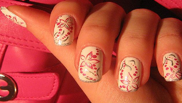 Decoracion de uñas con flores paso a paso