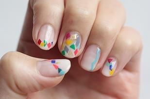 pintar uñas de pequeños triangulos