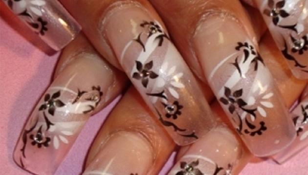 decoración de uñas en flores impresas